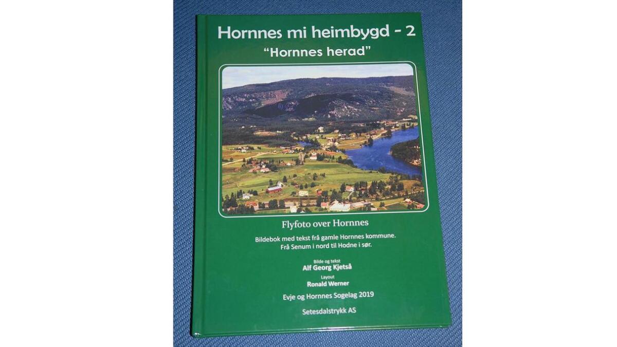 """Band 2 av """"Hornnes mi heimbygd"""" kan vere ei framifrå julegåve, meiner Erik Kjebekk."""