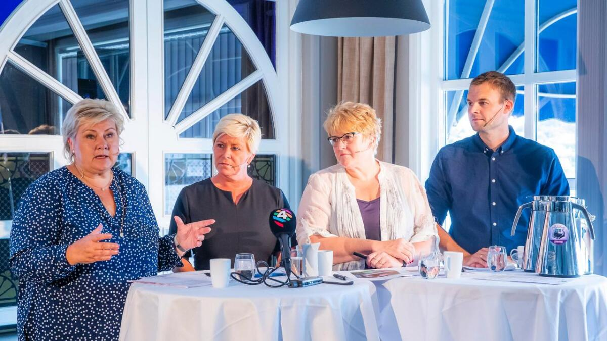 Annenhver nordmann oppgir å ha lav tillit til Erna Solbergs regjering. Fra venstre statsminister Erna Solberg (H), finansminister Siv Jensen (Frp), kultur- og likestillingsminister Trine Skei Grande (V) og barne- og familieminister Kjell Ingolf Ropstad (KrF).