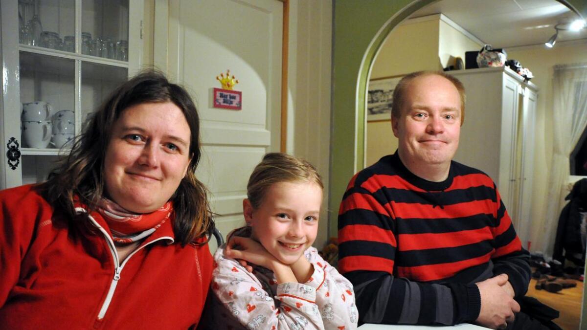 Helle (36), Silje (7) og Freddy (39). Tomine på fem hadde lagt seg da dette bildet ble tatt.