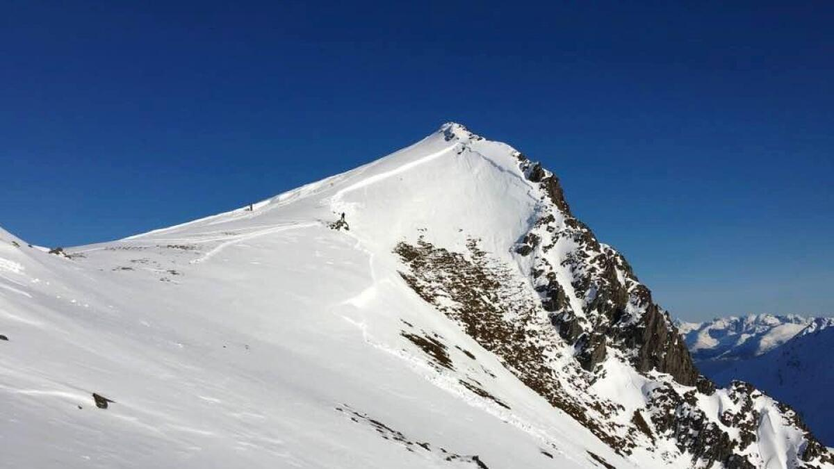Et skred som tidligere vinter ble utløst av skikjørere i Stortind i Eidsfjorden, fotografert av Steinar Karlsen og med oppfordring om forsiktighet og føre var.