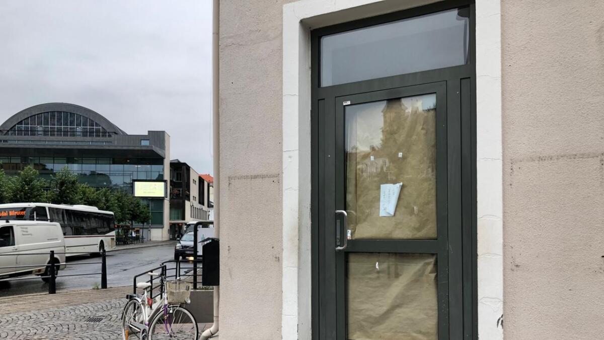 Her var det for kort tid siden Subway. Nå er vinduene tildekket.