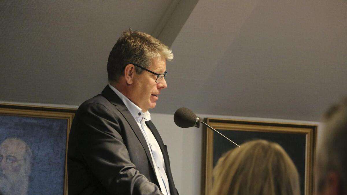 Det vert ingen enkel start for det nye kommunestyret i Bjørnafjorden. I same møte som kommunestyret vert konstituert, legg rådmann Christian Fredrik Fotland fram budsjettforslaget sitt. Han ser store utfordringar.