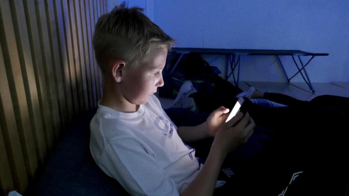 Fredrik Eilertsen i 8A vil gjøre matteoppgavene på mobilen.