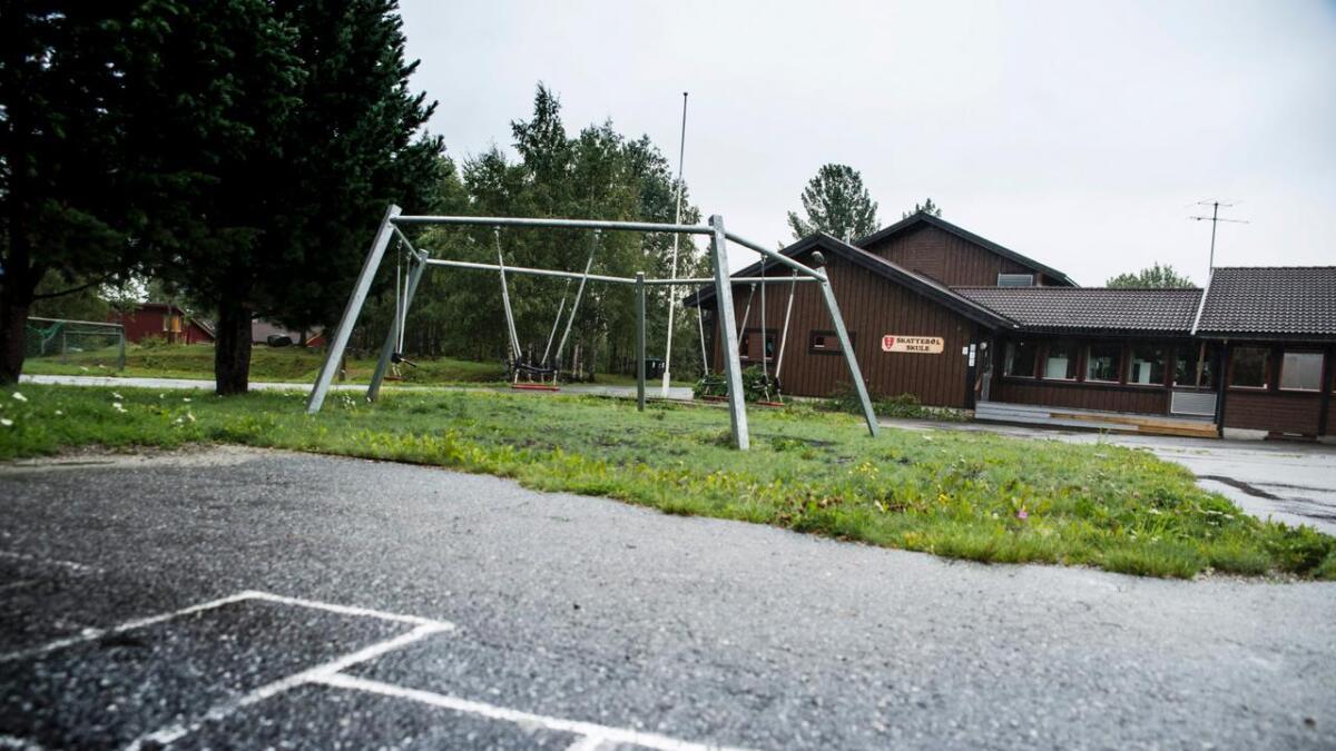 Hausten 2018 vart det foreslått å leggje ned Skattebøl skule. Et fleirtal med Ap og Sp i spissen gjekk likevel for å behalde dagens skulestruktur.