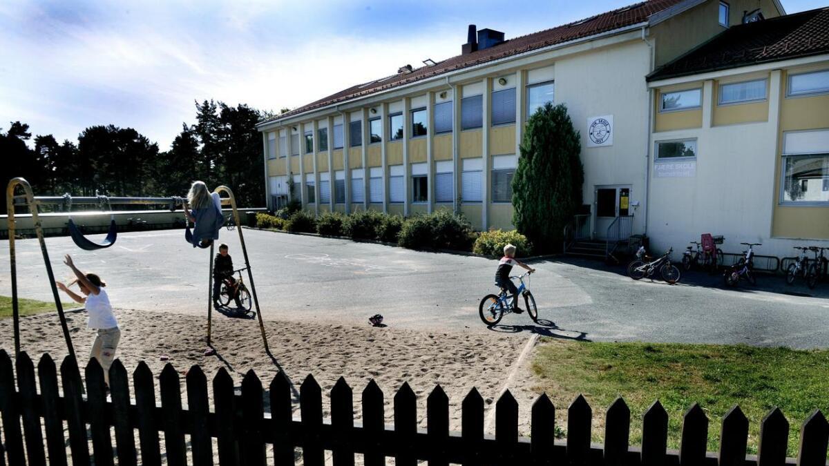 Foreldrene til en elev ved Fjære barneskole har stevnet Grimstad kommune med krav om at de erkjenner ansvar for at en elev ble mobbet, krav om erstatning på nærmere 4 millioner kroner.