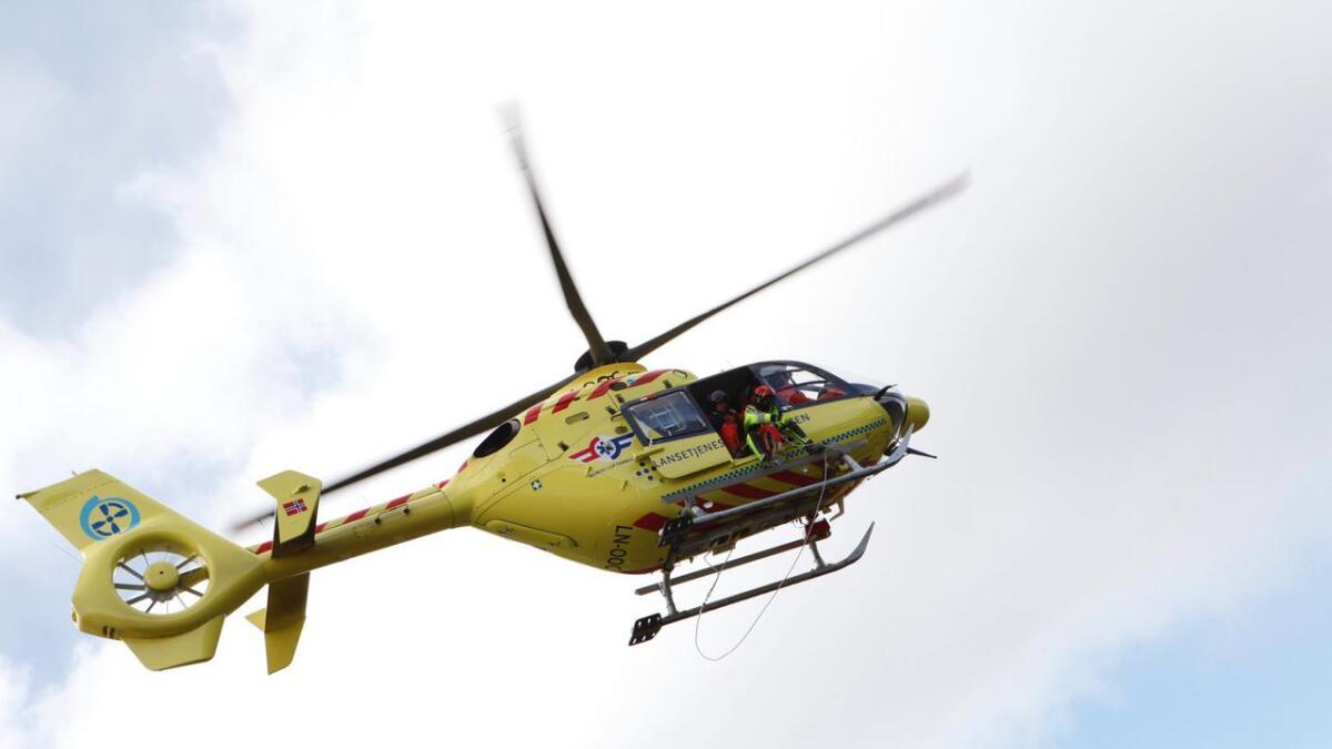 Mannskapa har vore i området med helikopter, og kan slå fast at det ikkje er skispor inn i skredet.