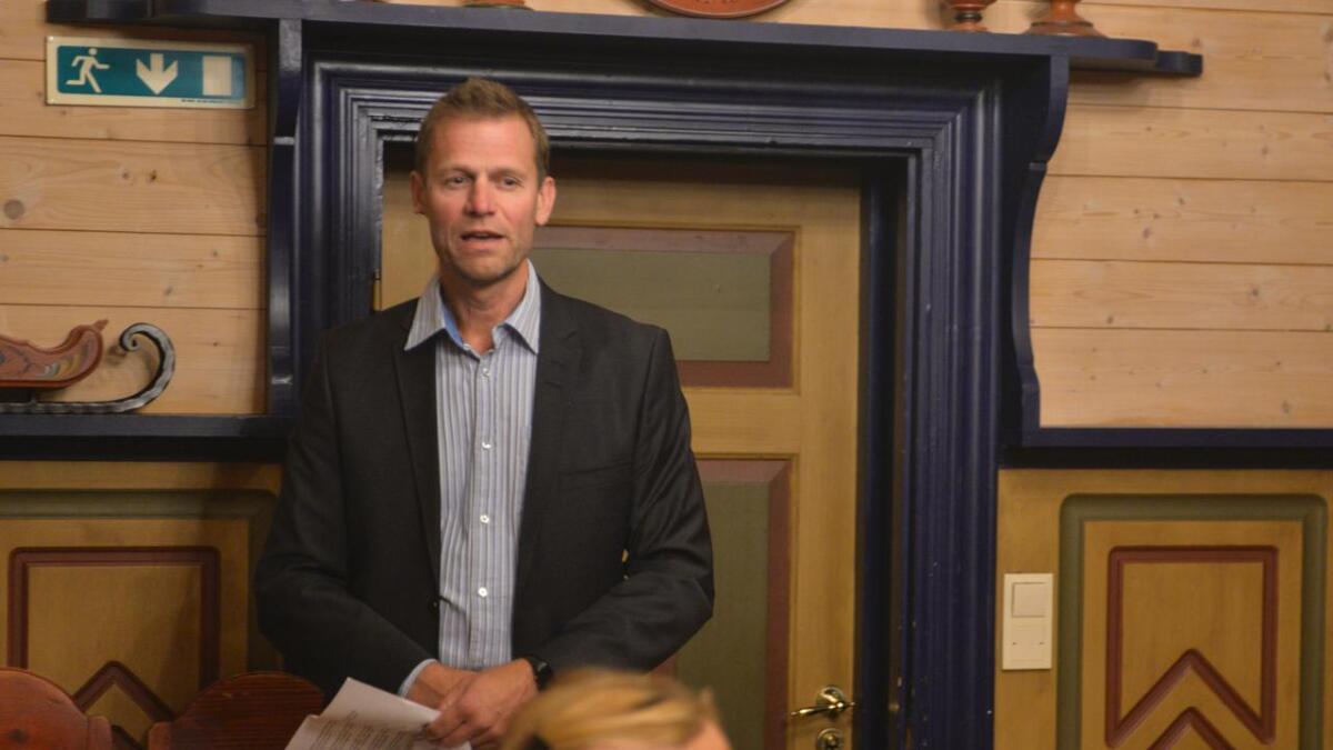 Rådmann Jan Olav Helling sørga for stev til kommunestyret.