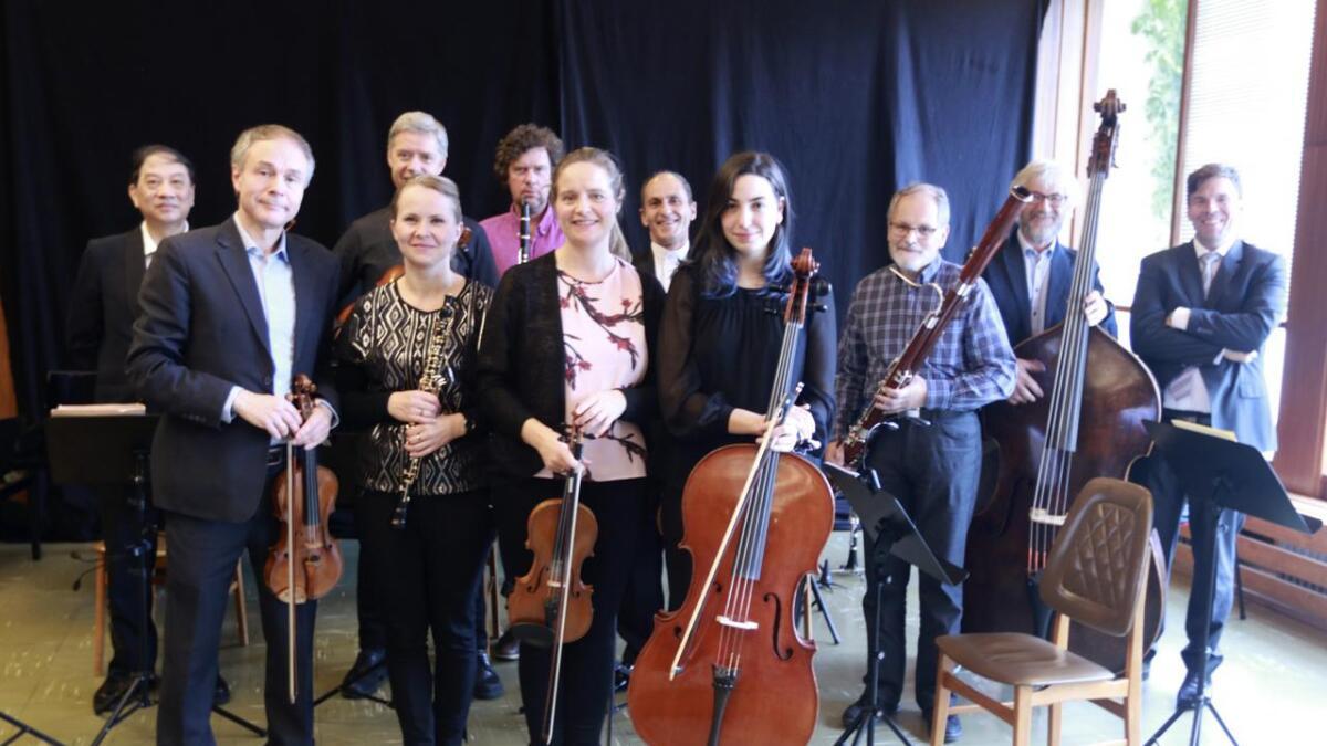 På Fossegrimen sine stikk innom-konsertar er det gjerne berre deler av orkesteret som er med. Her frå konserten i foajeen på Gamlekinoen for to år sidan.