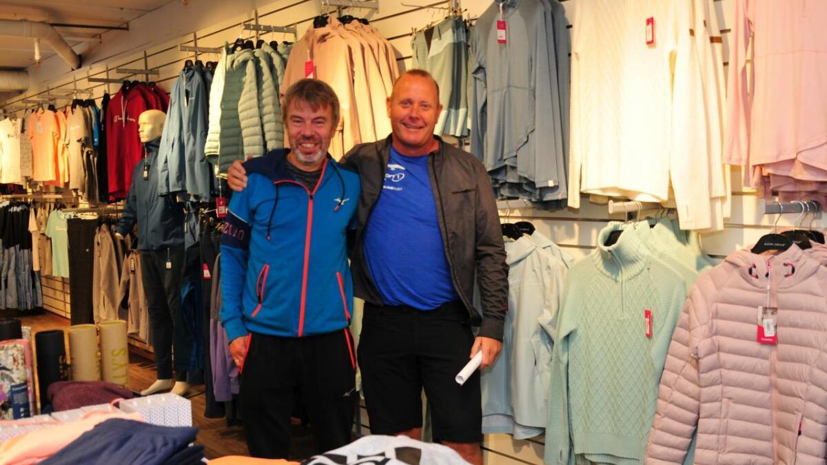 Arild Isaksen og Rolf Meisner hos Sport 1 i Vennesla mener at service, pris og godt vareutvalg er noen av kriteriene om man skal lykkes i en tøff bransje. 8Foto Anne Gunn Pedersen
