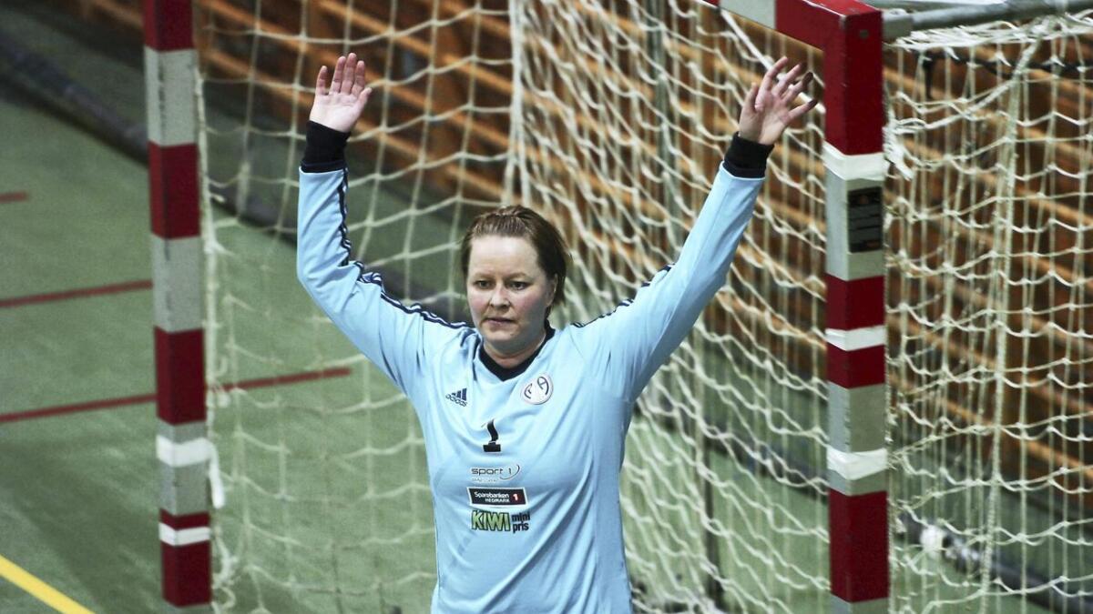 Lena Bøsterud Lundseth og de andre R&Å-spillerne har det tøft i 3. divisjon om dagen.