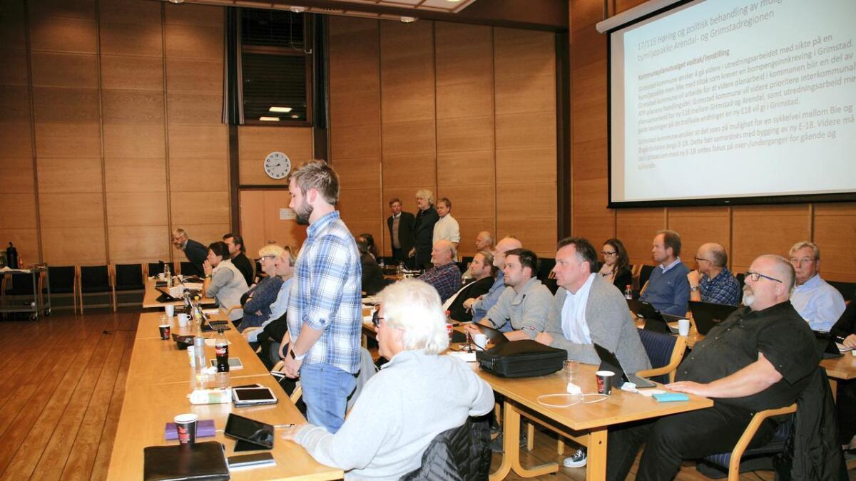 Bare fem representanter stemte for at Grimstad fortsatt skal delta i utredningen av bymiljøpakke for Arendal- og Grimstadregionen der bompengefinansiering er et alternativ.