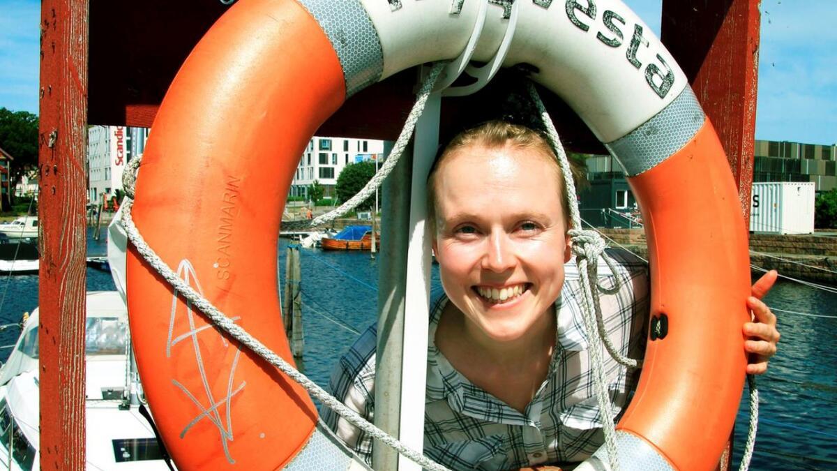 Grimstadjenta Marthe Wilhelmsen inviterer til sommerrevy i Kristiansand.