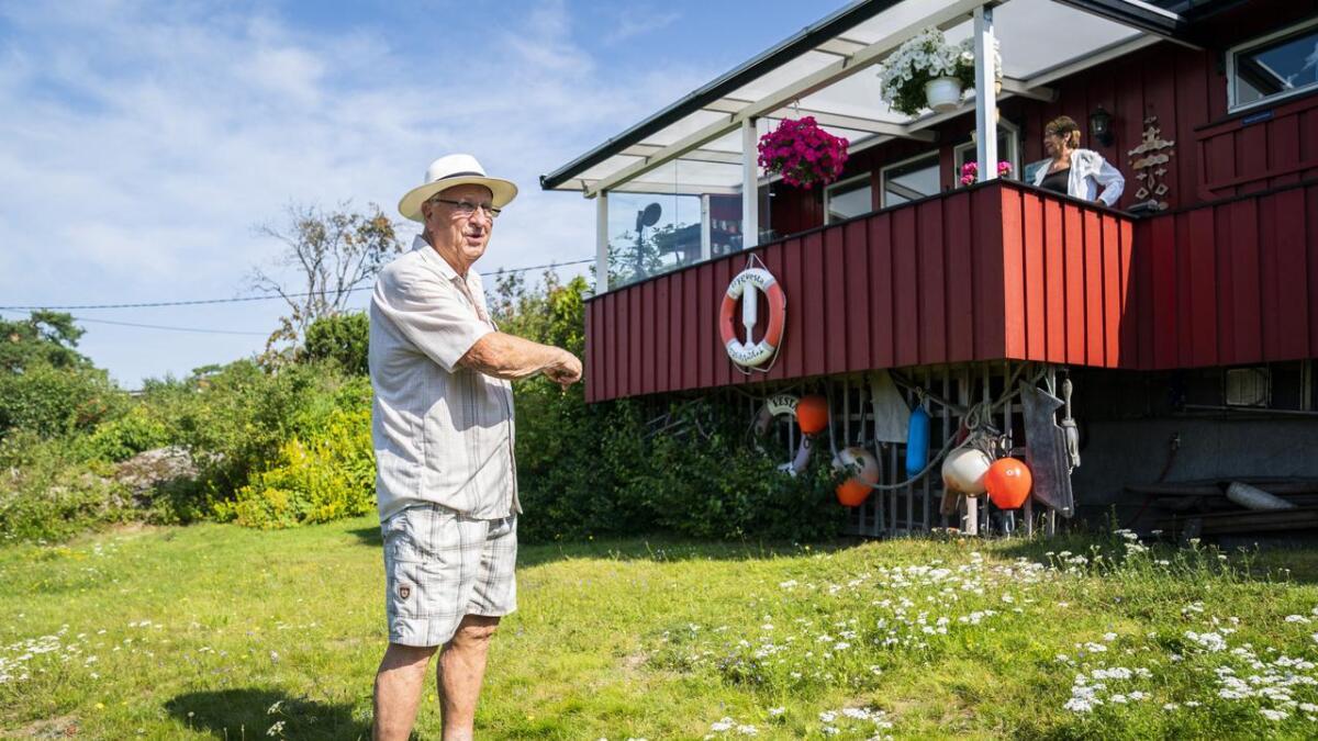Ragnar og Grete Sande fikk vannskader på hytta til over 200.000 kroner i fjor. - Det er viktig å ha rutinene på stell, mener de.
