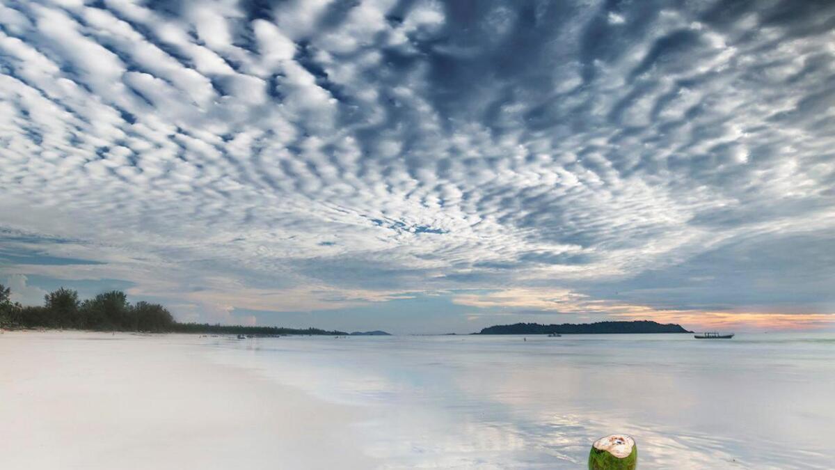 Myanmar har ei kystlinje på ca. 200 mil. Dette fotografiet er tatt rett etter ein regnskur ved Ngapali.