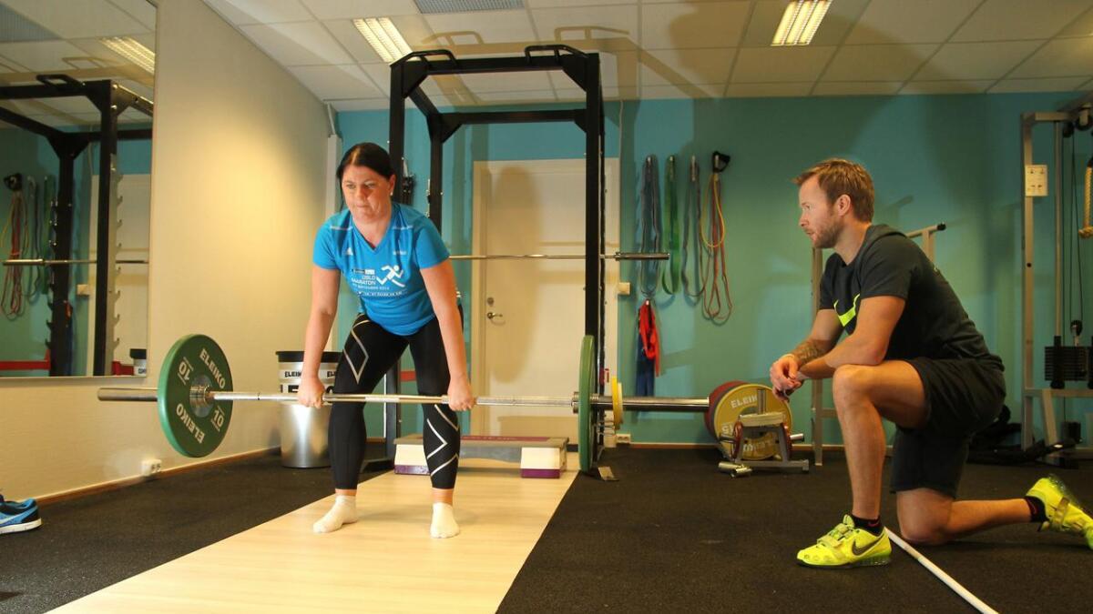Linda Schjødt Nilsen blir presset til sitt ytterste av personlig trener Are Lorentzen. Hun mener at timene med personlig trener gir henne nytte ellers i treningshverdagen.