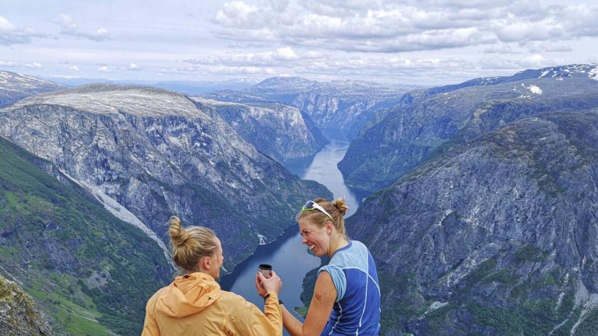 Med dette blinkskotet av «Kaffi med utsikt, og litt høgdeskrekk attåt», vann Beate Einarsen Sæterøy sommarfotokonkurransen denne veka.
