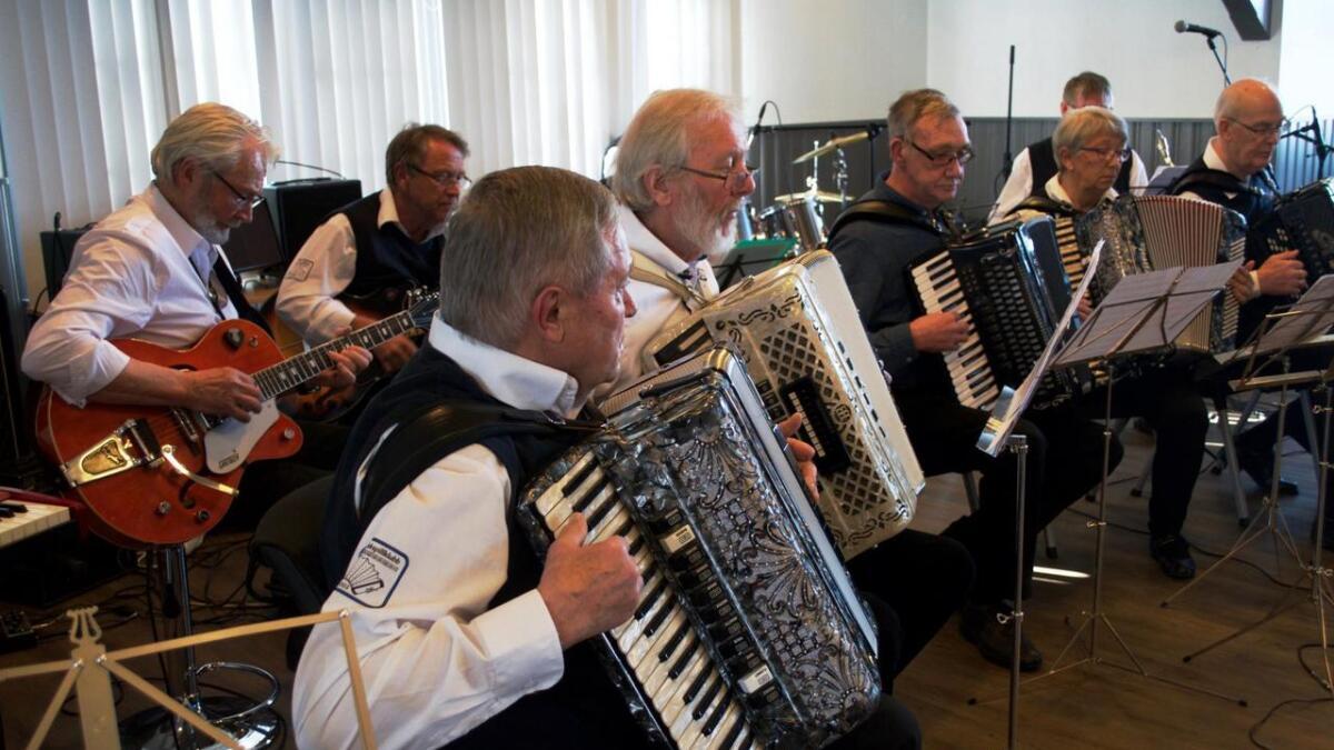 Melbu trekkspillklubb stilte selv i åpen klasse under distriktsmesterskapet på Stokmarknes lørdag.