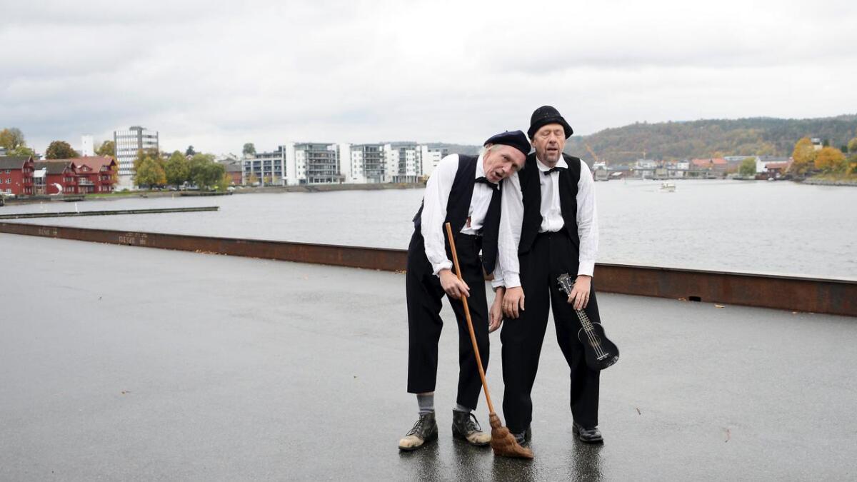 En gammel drøm om å lage et senter for fri scenekunst kan bli virkelighet. Her Trond Hannemyr (t.v.) og Lars Vik som Sjakk og Ludo.