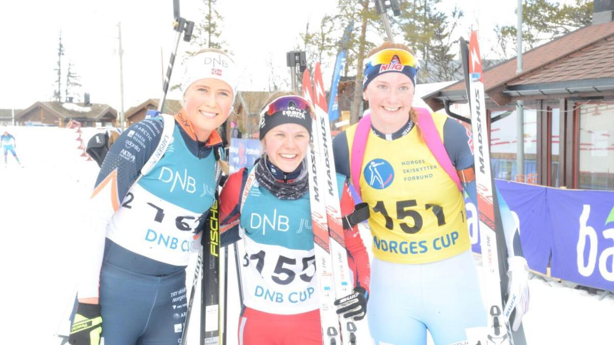 Åsne Skrede (t.h.) vart nummer tre bak Marte Carlson Møller og Anne Bunemann De Besche laurdag.
