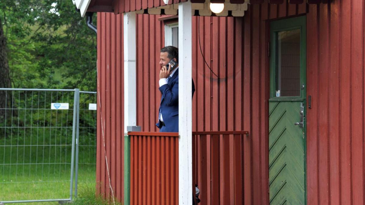 Bostyrer Ole Magnus Heimvik fastslår at da billettsalget sviktet var konkursen i Seaside Production AS et faktum. Her står han foran brakkekontoret til festivalen på Hove.