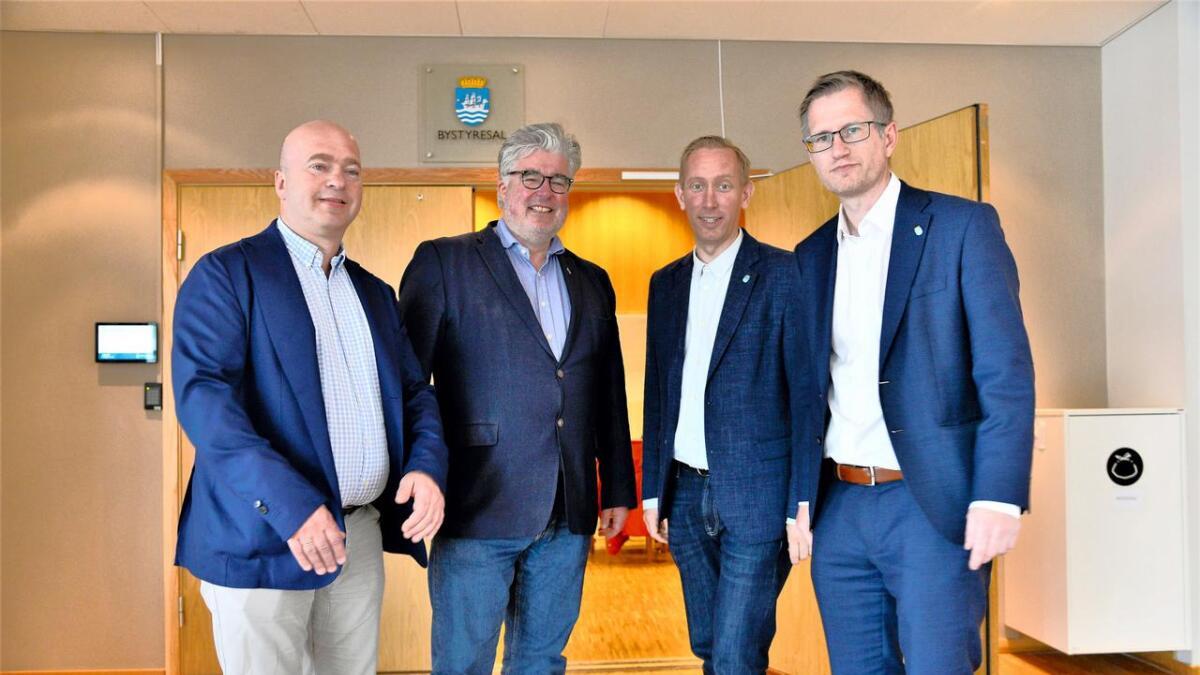 Gruppelederne Anders Kylland (Frp), Geir Fredrik Sissener (H), Terje Eikin (KrF) og ordfører Ribert C. Nordli (Ap) går sammen om å si nei til bompenger på nye E18.