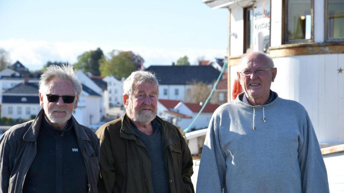 (f.v.) Rolf Kjellevold, Johnny Nyhuus og Vidar Sørbotten fra Blindleia Kystlag har lagt mange timer i båtene som skal på langtur.