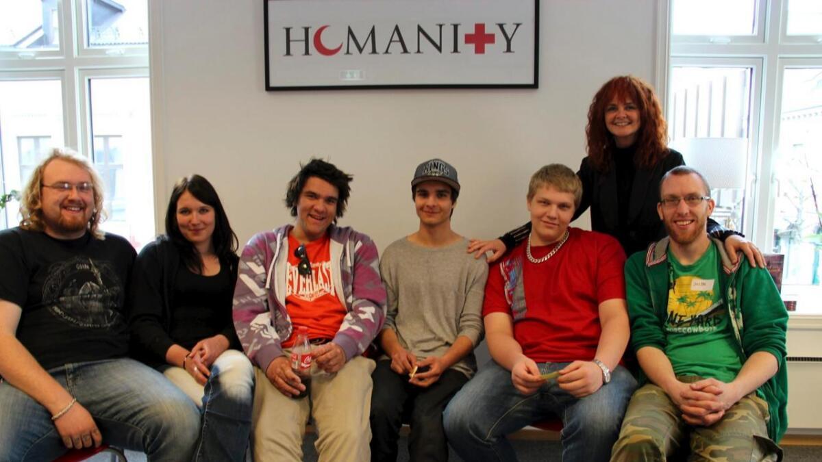 Ingeborg Lykseth (bak) har lykkes med sitt program for ungdom som verken har skole eller jobb. Her er hun sammen med Radji Aslami, Markus Svalastog og Alexander Helvin.