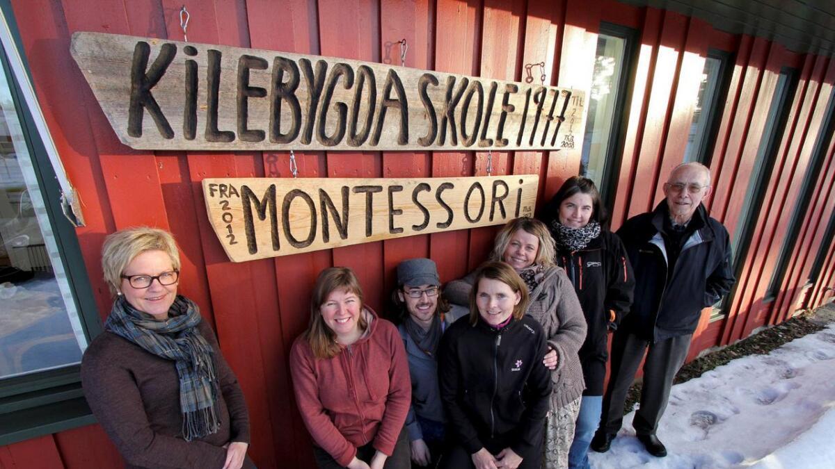 Kilebygda Montessoriskole manglet kvalifiserte pedagoger, og har måttet skaffe seg det i kamp med et voksende antall montessori-skoler. Styreleder Elisabeth Endrestad nummer to fra venstre.