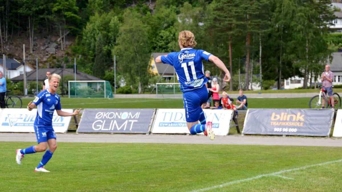 Her har Victor Vindfjell scoret 2-1 og snudd kampen for Vindbjart. Det var gjestene fra Bergen som først tok ledelsen.