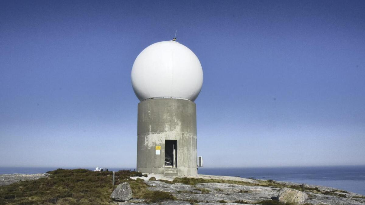 Etterlengta oppgradering av radaren kostar nær 13 millionar og er på plass i statsbudsjettet. Det viktige landemerket og vêrmeldaren Bømlo skal få ny innmat og gje oss meir nøyaktige observasjonar av vêret. ARKIV