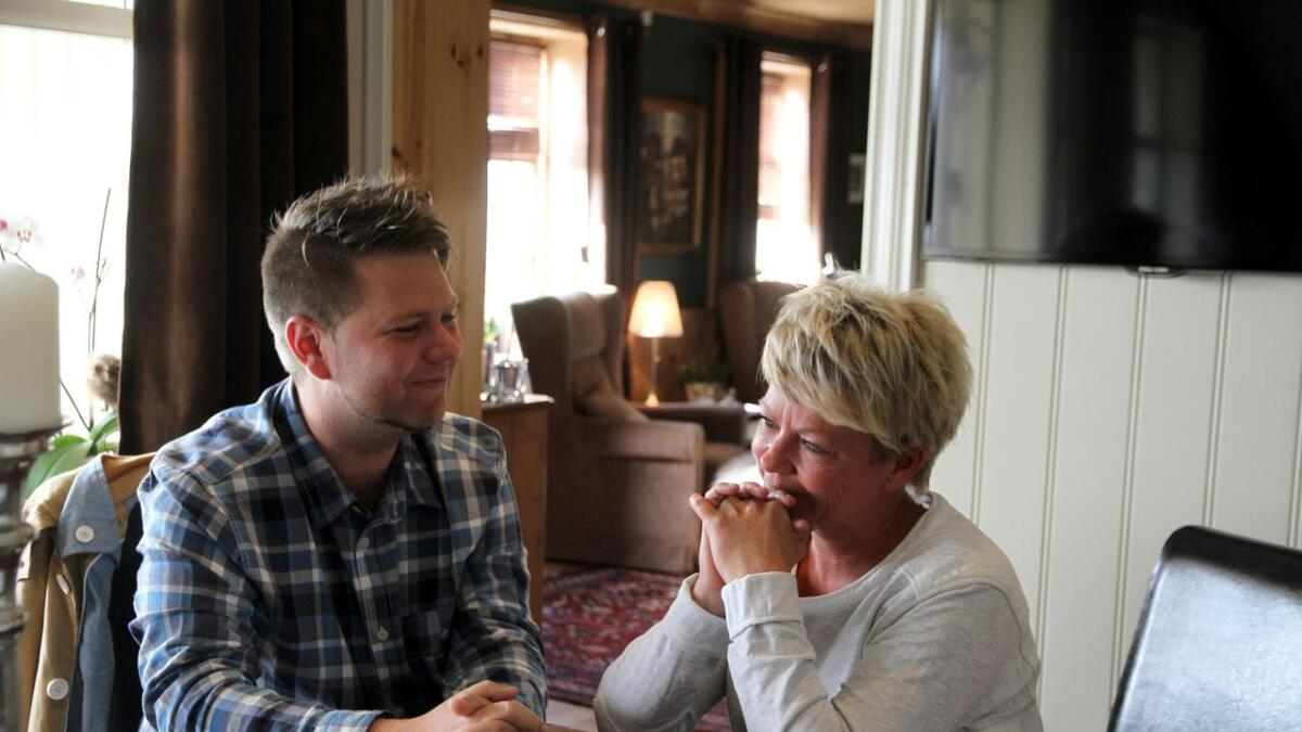 Odin Adelsten Bohmann (Ap) og Kathrine Evensen (H) er blitt venner på tvers av partigrenser. Nå forteller de åpent om egne erfaringer     med selvmord.