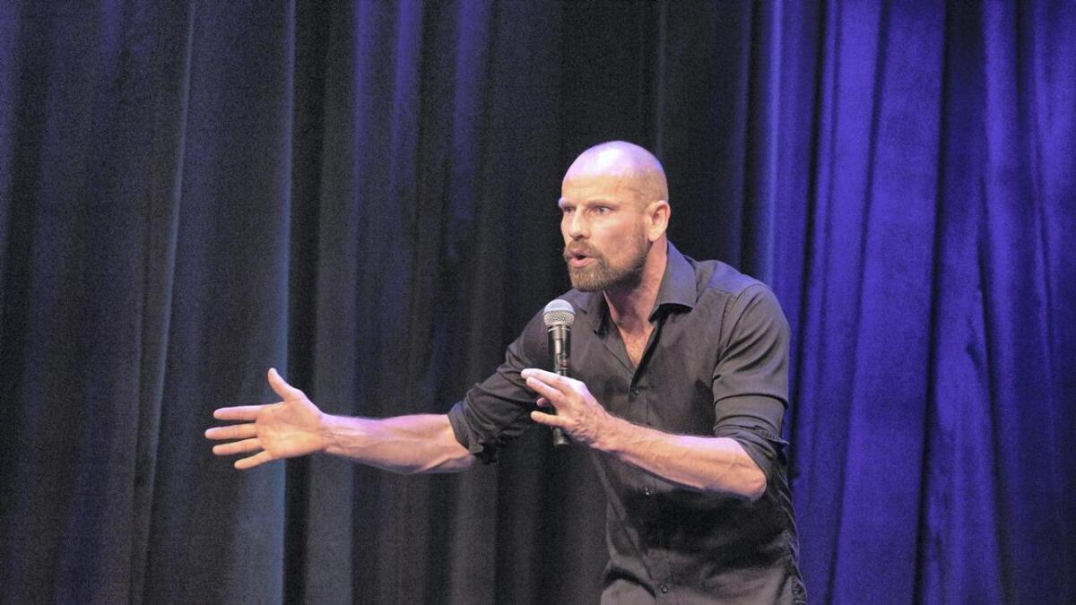 Om dryge to veker står Jonas Bergland på scenen i Stord kulturhus. Og det vert to høve til å sjå komikaren.