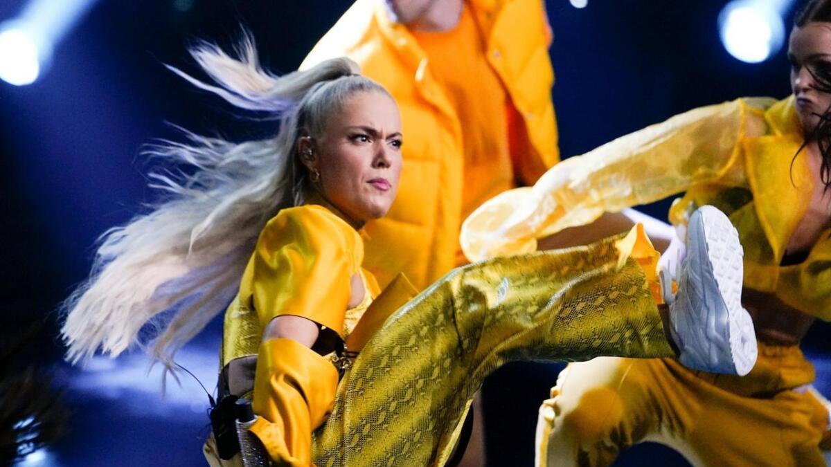 Julie Bergan er ute med låta «Outlaw». Her fra Spellemannsutdelingen tidligere år, hvor popartisten  både var programleder, Spellemannsnominert og blant artistene med sceneinnslag.
