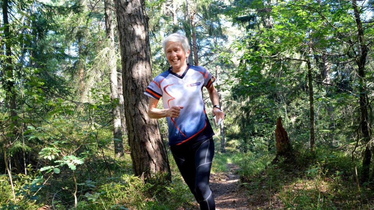 Kari Timenes Laugen har vært en dyktig orienteringsløper i mange år, og har også tidligere blitt verdensmester. Her ser vi henne i skogen i Østerhus for tre år siden, rett etter forrige VM-triumf.           Arkivfoto