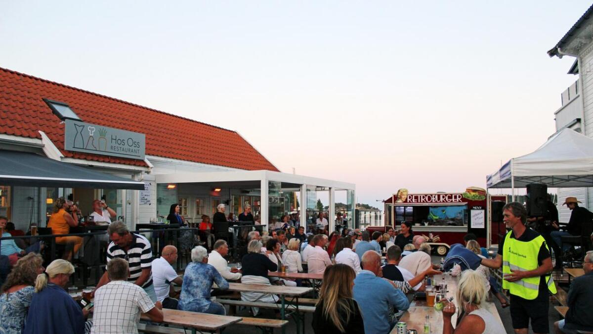 Det blir tysk stemning og Oktoberfest på Fiskebrygga i helga. Her fra konserten med Jørn Hoel i 2018.
