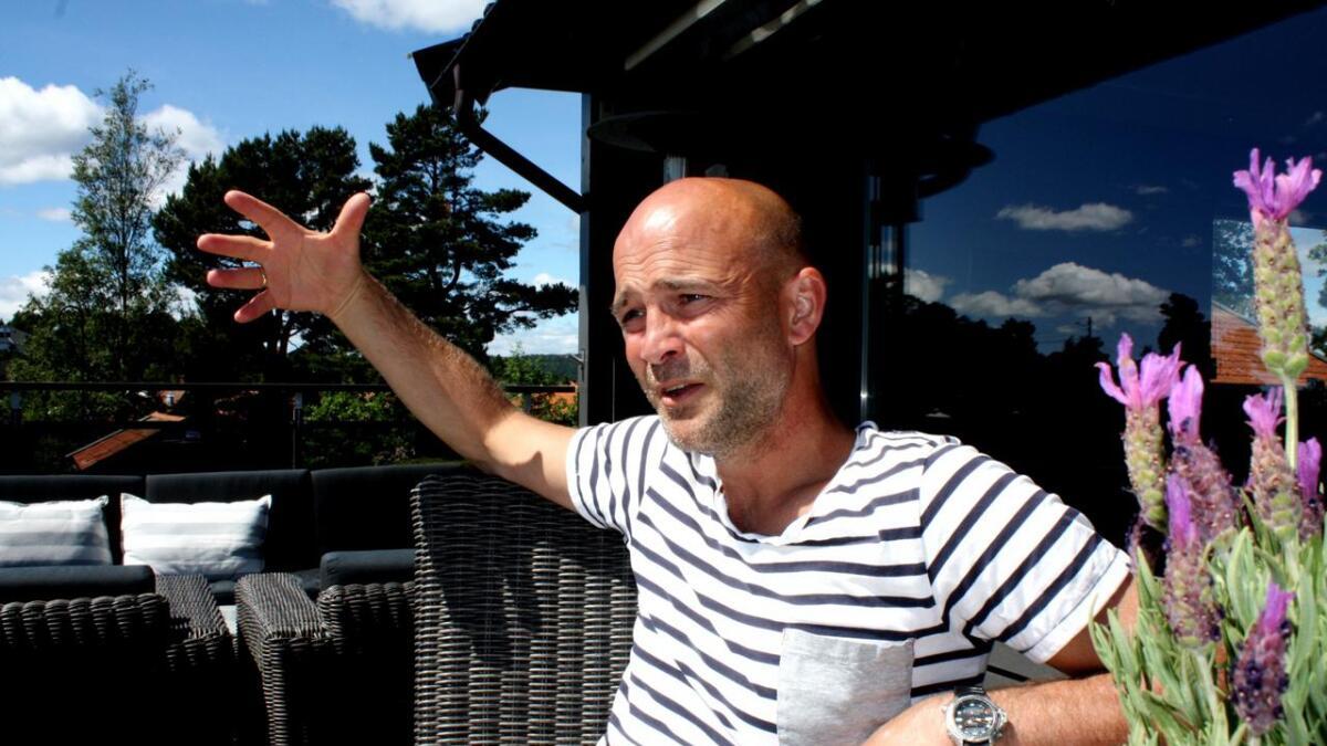 Knut Tørum hjemme på Gimlekollen 13. juni i fjor, dagen etter at han ble sparket som hovedtrener for Arendal Fotball i 1. divisjon.