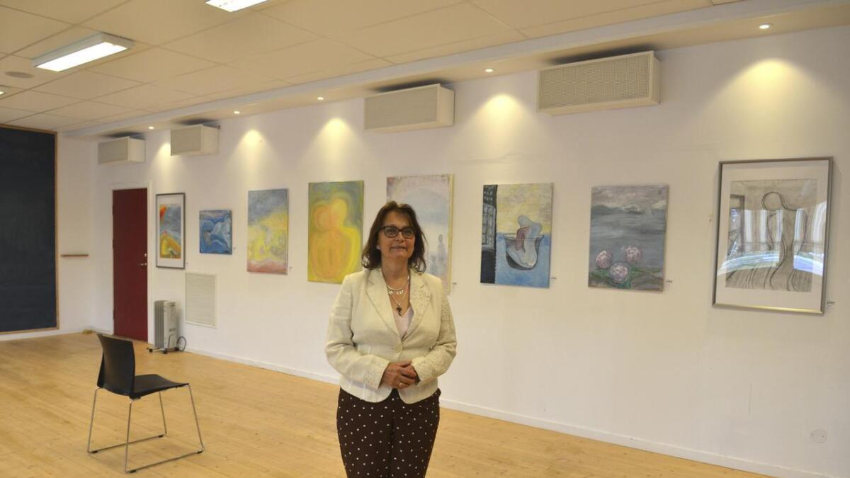 Cristina Vendelsen har utstilt ni bilder i Nes Næringspark, og utstillingen åpnet i dag.