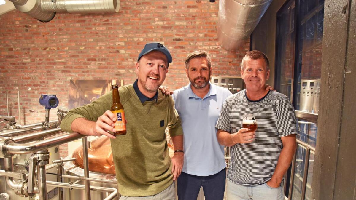 Trond Moi, Gjøran Thomassen og Alan Taraldsen er veldig fornøyde med hvordan Moipa-ølet ble.