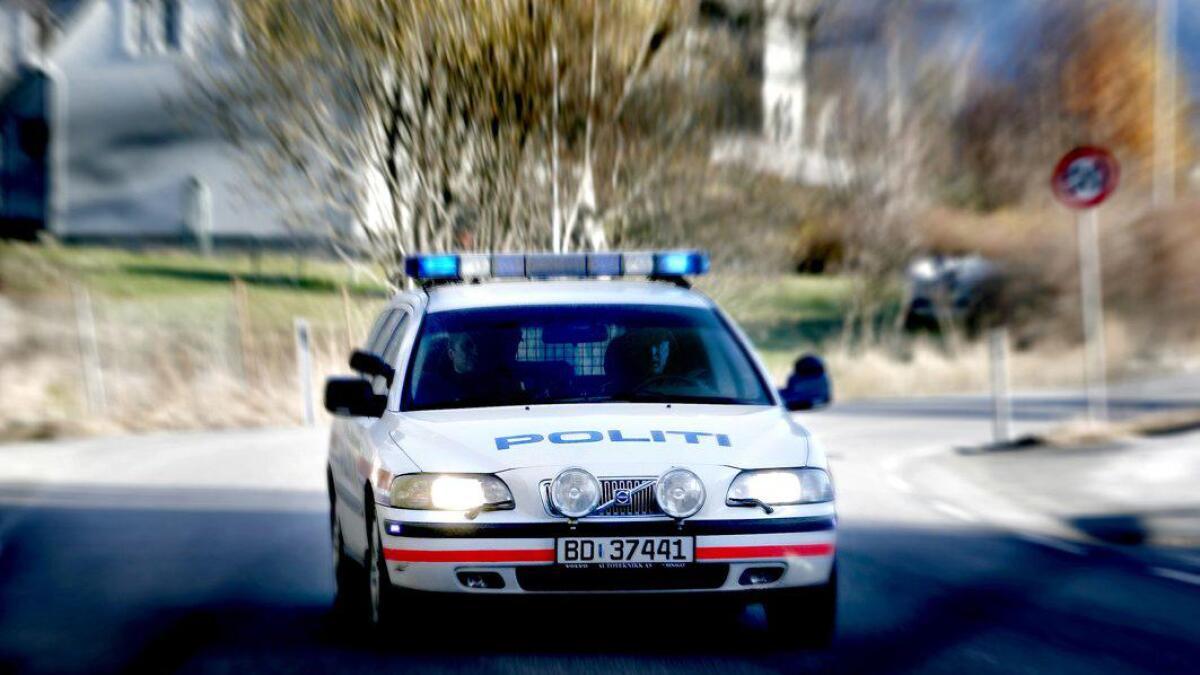 Politiet er på veg til uhellet på E16 ved Saue camping.