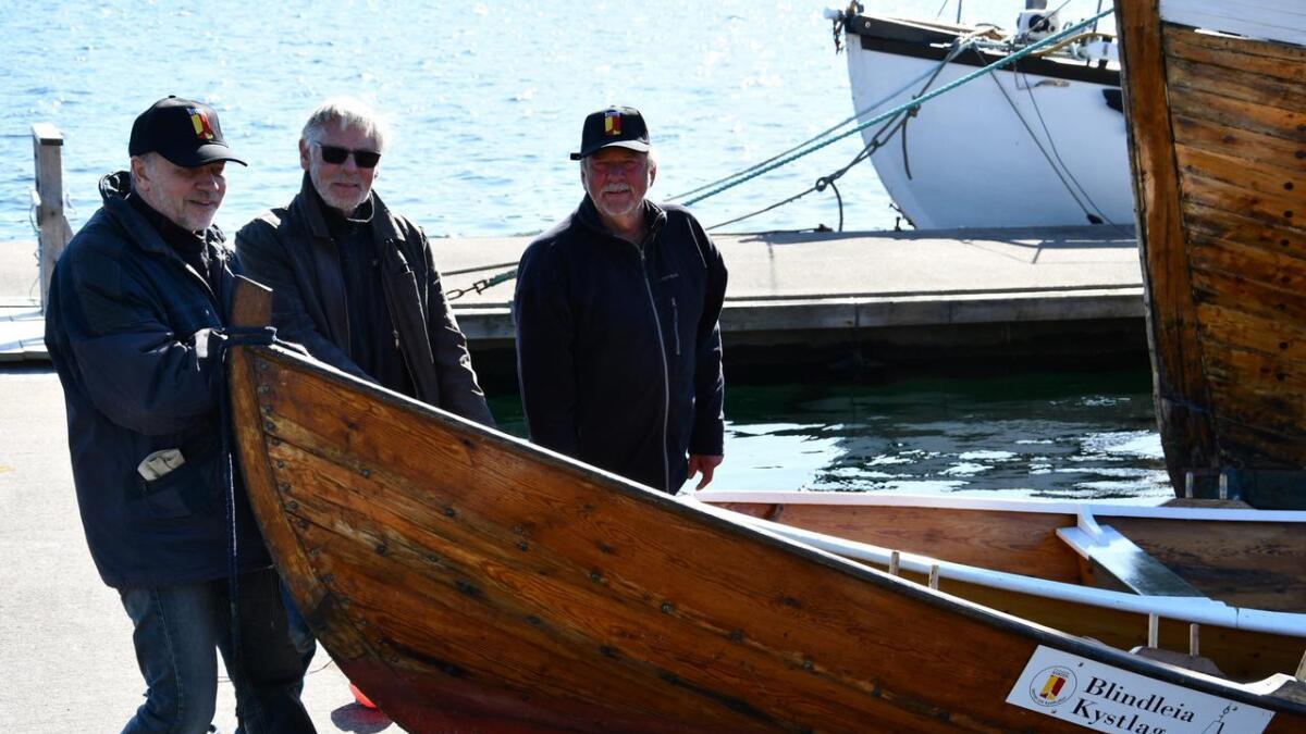 Blindleia kystlag har gitt sitt syn på Kystverkets planer om endring av lys og sjømerker i Blindleia. Her Reidar Nygaard (f.v.), Rolf Kjellevold og daglig leder Per Kristian Vindi.
