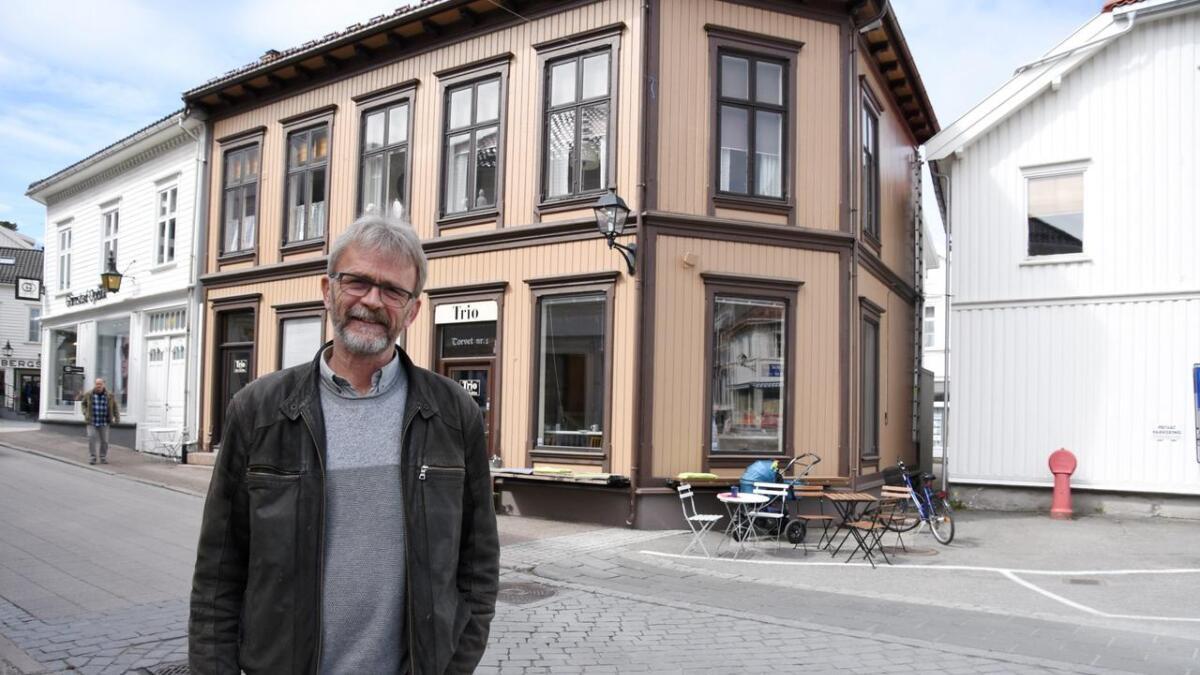 Dag Wirak brenner for at de gamle bygningene i sentrum bevares og restaureres. Selv har han tatt ansvaret for Torvet 1.
