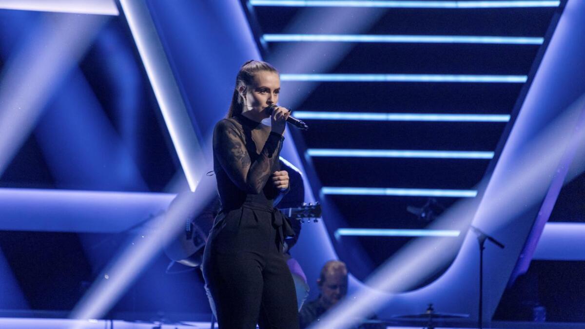 I kveld kan du se Emilie Aasvangen i The Voice på TV2.