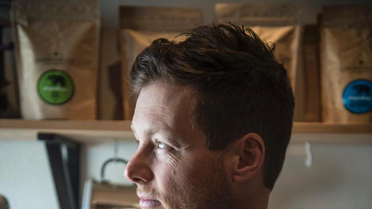 Canadiske Adrian Seligman er sjølverklært kaffinerd. Som skiinstruktør har han reist verda rundt og møtt på ulike kaffikulturar undervegs.