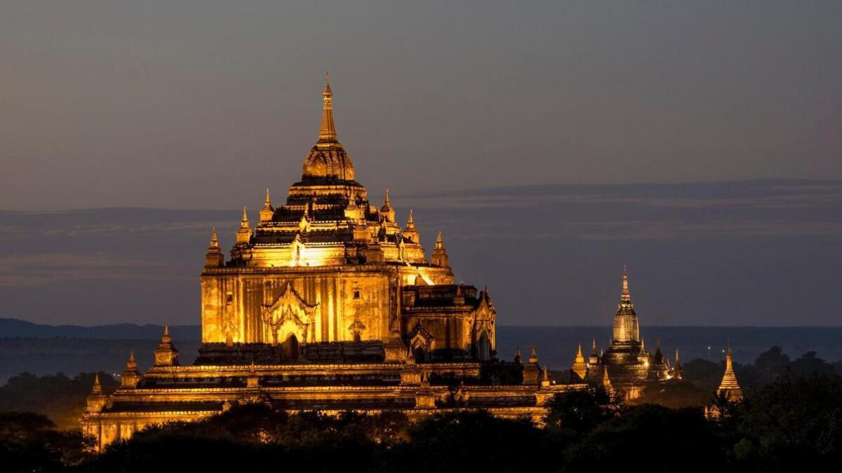 Thatbyinnyu er eit av de større templa i Bagan. Det er eit spesielt syn om natta.
