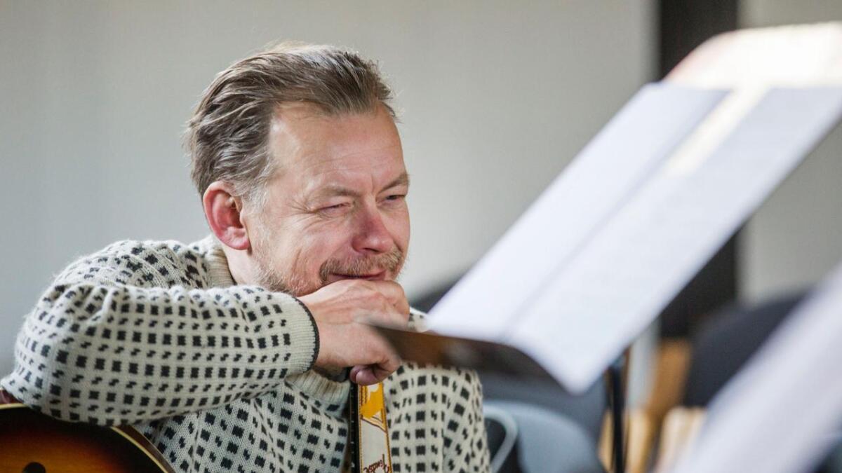 Gitarist Nil Olav Johansen er ein av dei verkelege ringrevane i norsk jazz. I kveld vert det både gitar og banjo.