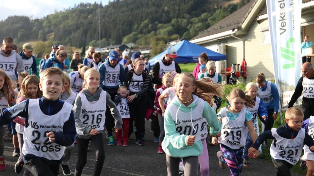 Haldor Midtun Djønne (11) hadde ikkje berre bursdag same dag som haustens fyrste joggekarusell i Bømoen fant stad. Han kom og fyrst i mål av alle som sprang utan tid.