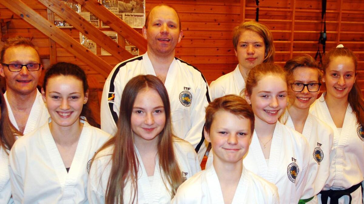 Her er en del av Hadsels tropp til helgas NM i taekwondo.
