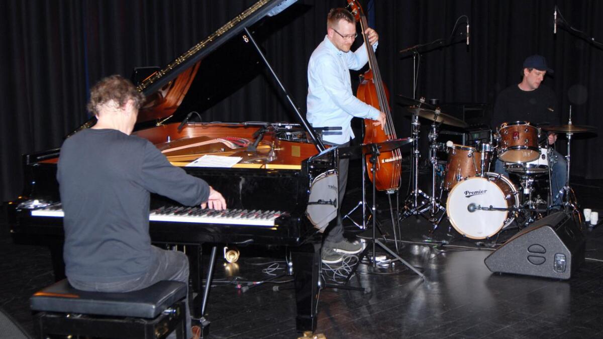 Flott jazzmusikk fra Dag Arnesen trio i Blåboksen på Sortland.