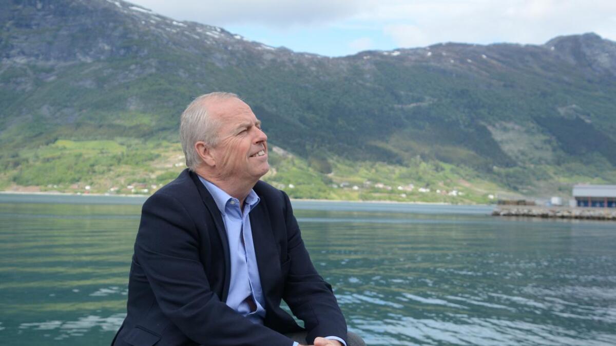Lars T. Ugland har for lengst lagt bak seg de tunge årene og konfliktene med  faren. - Det er ingenting å tilgi. Han valgte kona framfor sønnen. Det er alt. Sier Ugland.