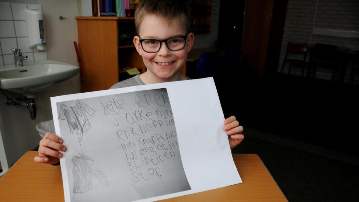 Håvard med tegningen som førte ham til topps i oppfinnerkonkurransen.